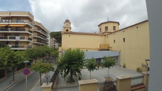 Iglesia Santa Maria del Mar: Вид на церковь с нашей терасы