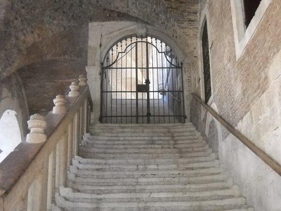 la scalinata per la terrazza - Picture of Basilica Palladiana ...