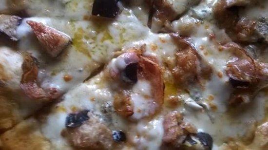 Orsogna, Italy: pizza fichi e pancetta nostrana