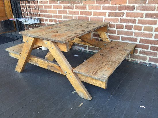 Summerville, SC: Kiddie table on the front porch.