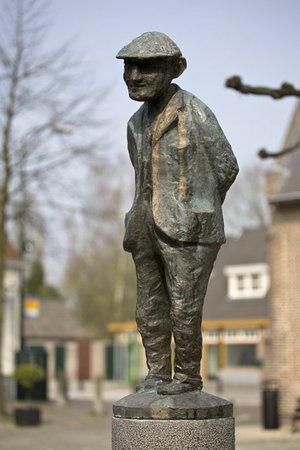 Eersel, هولندا: Het mooie beeldje van de contente mens.