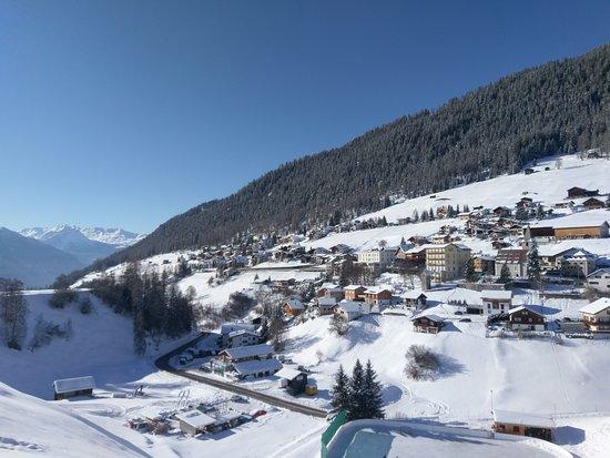 Das Bergdorf Wiesen im Winter