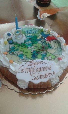 Cesano Boscone, Italië: Bellissima e buonissima torta di compleanno