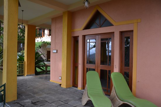 Villa Rosa: Looking back to our room.