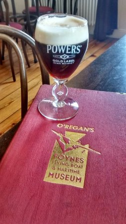 Foynes, Irland: A tasty Irish Coffee in the Museum Cafe!