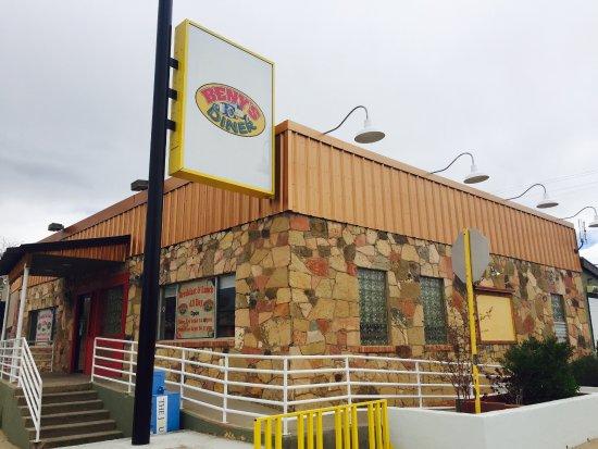 Beny's Diner: Right in the corner of Elm St.
