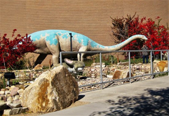Vernal, UT: Dinosaur Gardens walk-about