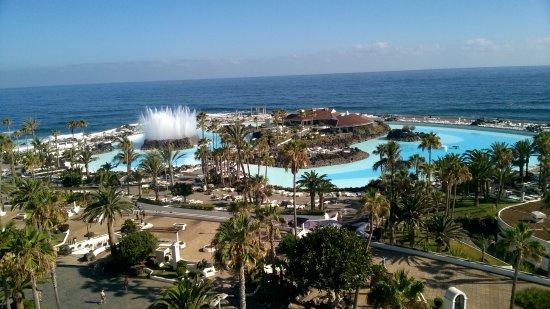 H10 Tenerife Playa: Le piscine Martianez viste dalla nostra camera.