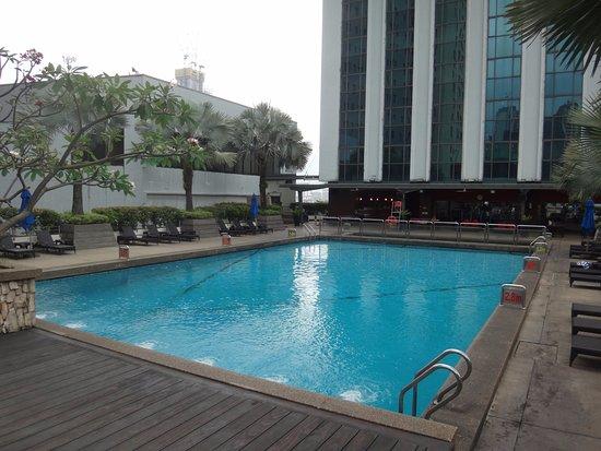 PARKROYAL Kuala Lumpur: のんびり過ごせるプール