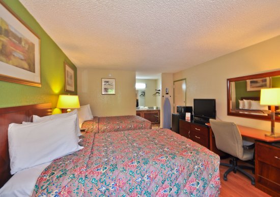 Country Hearth Inn & Suites Atlanta / Marietta and Banquet Hall: Two Double Beds Deluxe