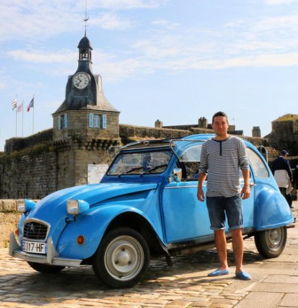 Concarneau, France : Alex (guide conférencier) et Galipette (la rutillante 2CV)