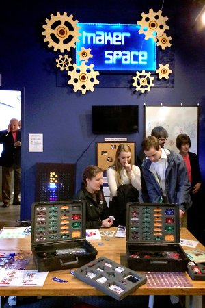 Bloomsburg, Pensilvania: Experimenting with Circuits in the Maker Space Exhibit