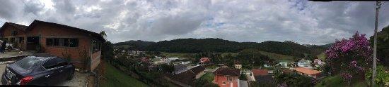 Sao Pedro de Alcantara: Vista agradável do estacionamento!
