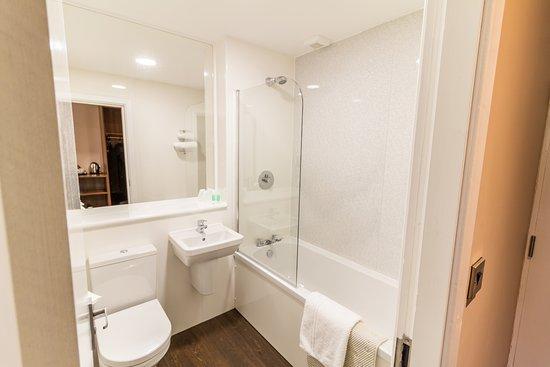 Pentre Halkyn, UK: Bathroom