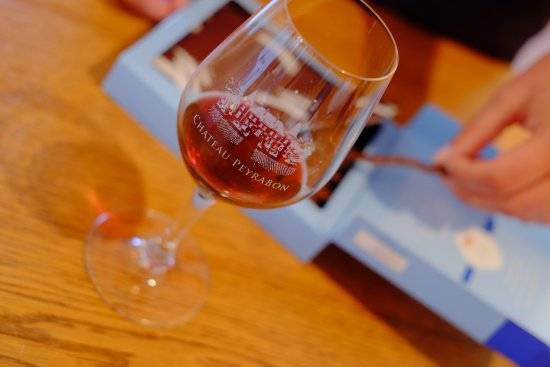 Saint-Sauveur, Francia: In Chateâu Peyrabon we offer you to experience the wine and chocolate degustation.
