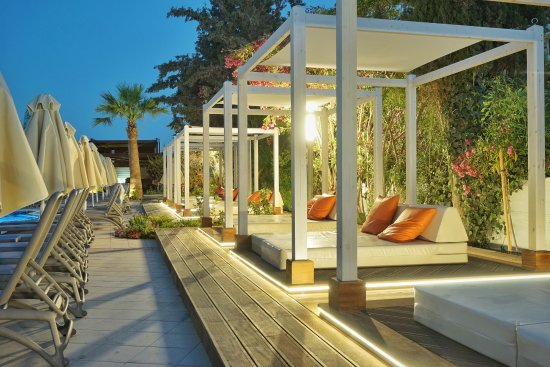 Melissi Beach Hotel & Spa: loungers