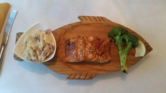 Lake Lure, NC: Teriyaki glazed baked salmon