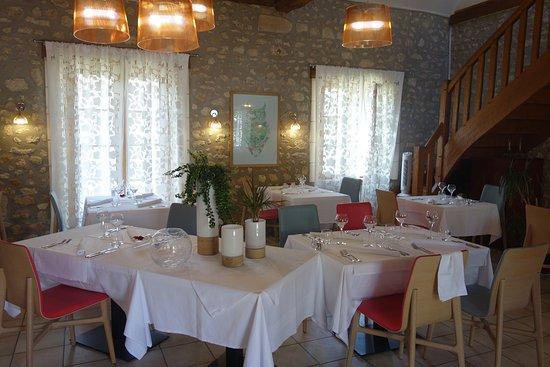 Vallieres-les-Grandes, فرنسا: Salle à manger