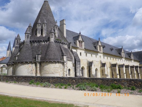 Fontevraud-l'Abbaye, France: cuisines romanes de l'abbaye