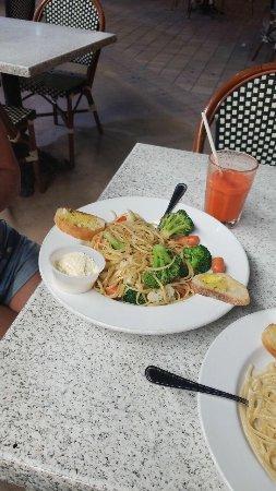 Epicure Gourmet Cafe: Spagueti con verduras , Riquisimas!