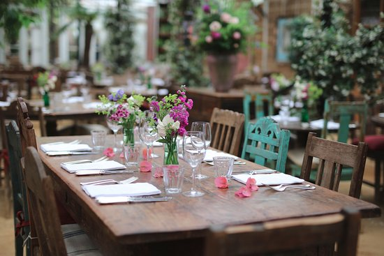 Petersham Nurseries Cafè: Come and join a relax lunch near the city center