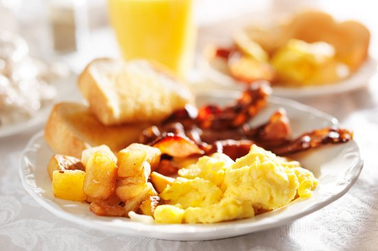 Travelway Inn Sudbury: Enjoy a complimentary hot breakfast served daily from 7am - 10am