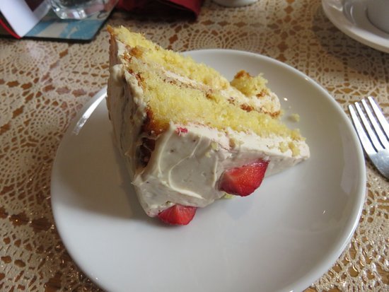 Moniaive, UK: Elderflower & Strawberry Cake at Glenwhisk Cafe