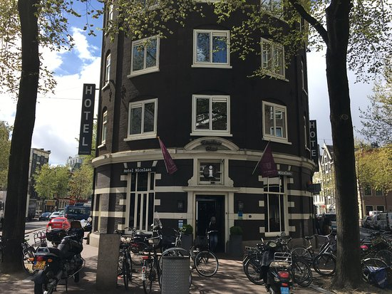 Hotel Sint Nicolaas: Great shaped building that used to be a mattress factory in its history