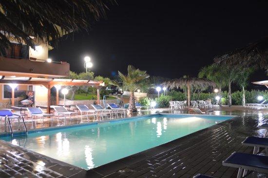 Albanella, Italia: piscina bella e confortevole