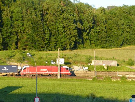 Puch, Østrig: Uitzicht vanuit het reastraurantje