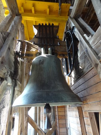 Katedralen i Lausanne: The giant bell at the top of the tower