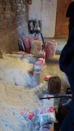 Colchani, Bolivien: EMPACOTAMENTO DE SAL