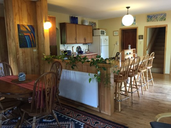 Amherst, WI: Dining and Kitchen