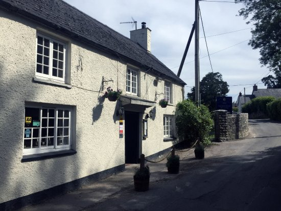 The Fox and Hounds is a charming 16th Century inn located in Llancarfan in the Vale of Glamorgan
