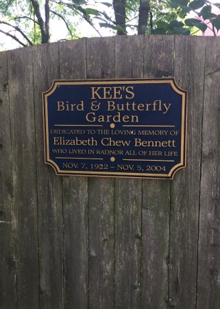 Wayne, Pensilvania: Sign for Bird and Butterfly Garden