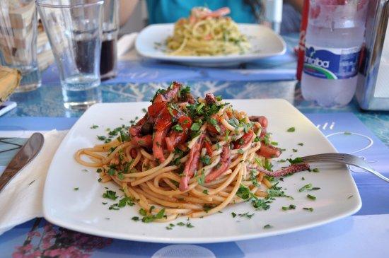 Alicudi, İtalya: Pasta con i totani