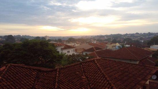 Barretos, SP: Vista do quarto de hotel ao amanhecer