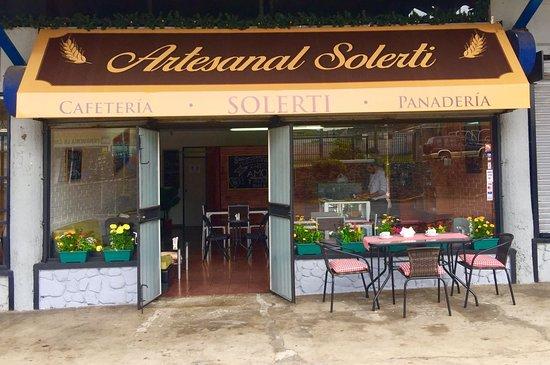 Artesanal solerti cafeter a y panader a tres rios fotos - Decoracion de cafeterias pequenas ...