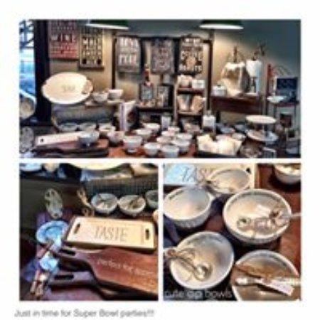 Ντέλαγουερ, Οχάιο: New Retail mixed in with our Antiques