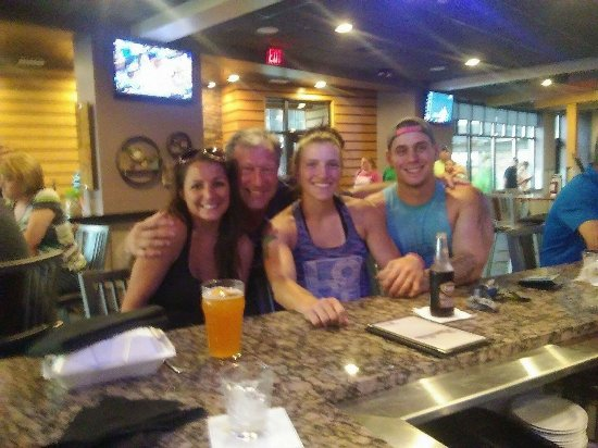 Freighters Eatery & Taproom: Great atmosphere