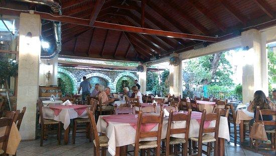 Αρμένοι, Ελλάδα: The tables