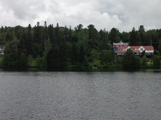 Sainte Agathe des Monts, Canada: Auberge Tour du Lac vu du lac des sables