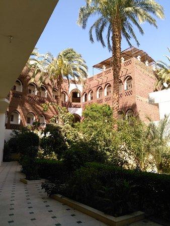 Hotel Sheherazade: Un angolo dell'Hotel con giardino