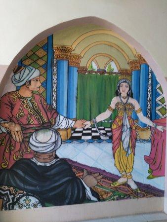 Hotel Sheherazade: Dipinto con la scena di Sheherazade in entrata