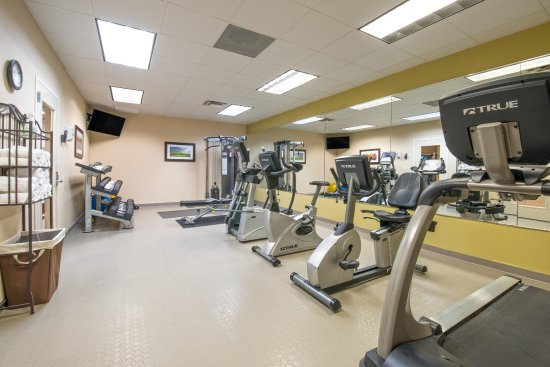 Ramada Williston : Exercise room with fresh towels and filtered water available 24/7.