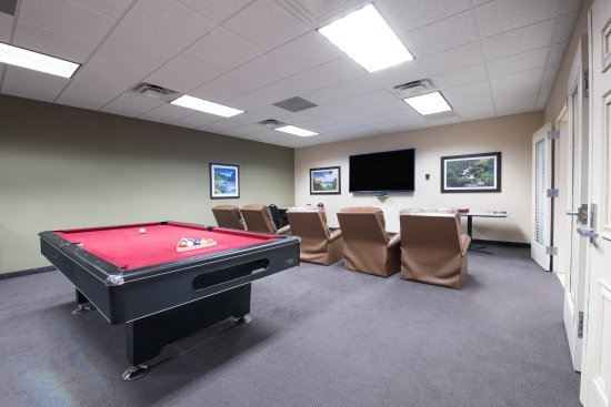 Ramada Williston : Billards, darts, juke box and big screen TV available just off the lounge.