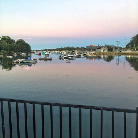 Cohasset, MA: The view from the dining patio says relaxation and fun with friends