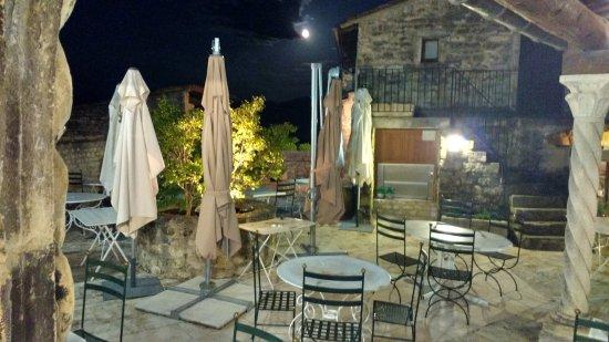 Le Poet-Laval, Francja: Vue sur la terrasse non couverte