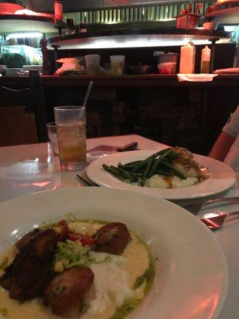 Atenas, GA: Dinner - Scallops (closest) and Chicken Praline