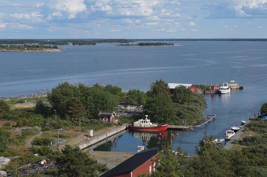 Kylmapihlaja Lighthouse Island